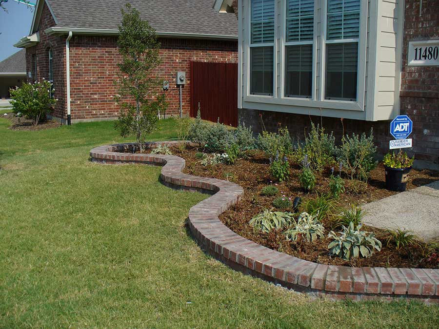 Empire Landscaping Border with Full Brick Cap