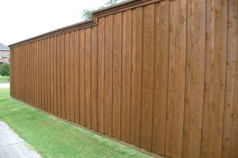Empire Landscaping Bi-level stockade fence