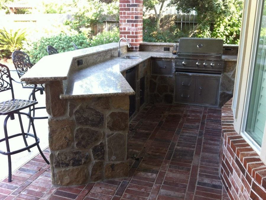 Empire Landscaping Outdoor Kitchen and Arbor